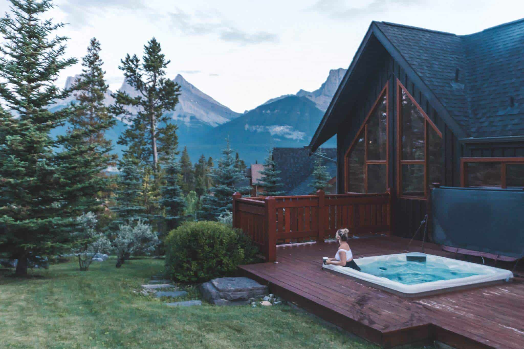 Hot tub against the canadian mountains