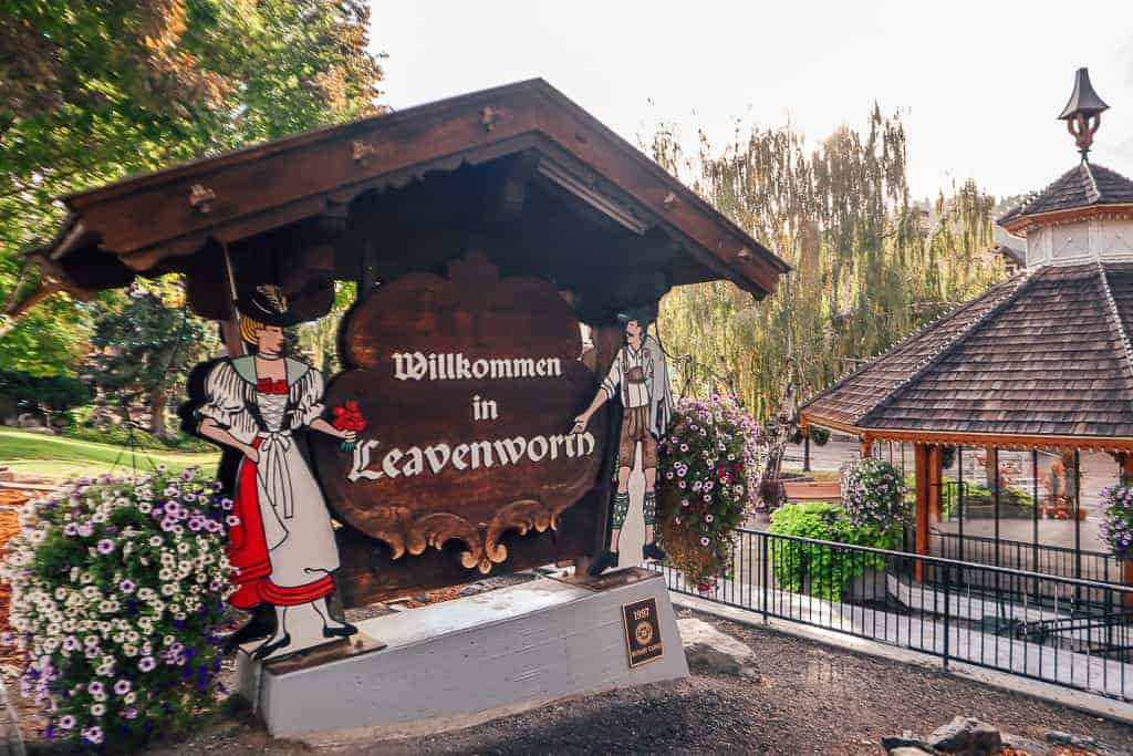 welcome to Leavenworth sign